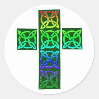 Croix celtique rougeoyante autocollant rond