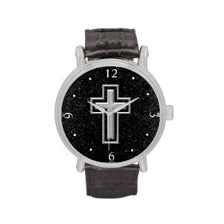 Croix chrétienne de ton argenté sur l'étincelle no montres cadran