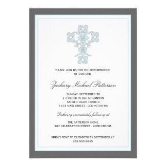 Croix élégante dans l invitation bleue de confirma