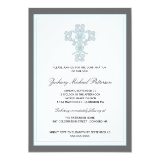 Croix élégante dans l'invitation bleue de