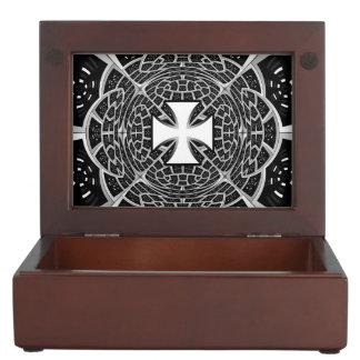 Cross pattée memory box