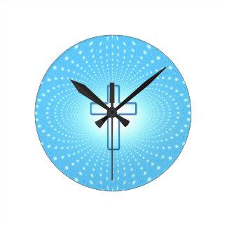 cross round clock