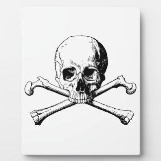 Crossbones skull plaque