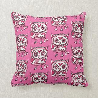 Crowe pin Khufu of three hearts 2 Throw Pillow