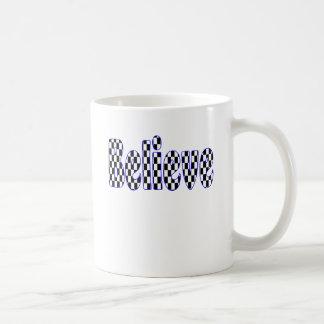 Croyez au damier mug à café