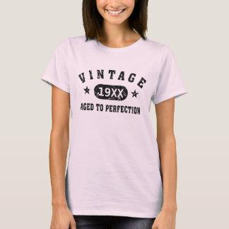 Cru noir des textes âgé au T-shirt de perfection
