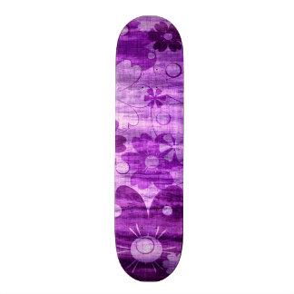 Cru violet à la mode de fleur planches à roulettes customisées