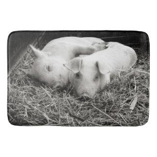 Cuddling Pig Buddies Farm Bath Mat