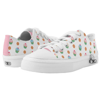 Cupcakes and cookies pattern (white) Low-Top sneakers