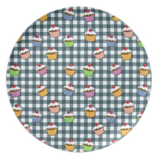Cupcakes plaid pattern party plates