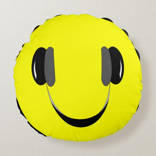 Cushion smiley music lover