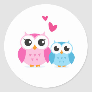 Cute cartoon owls with hearts round sticker