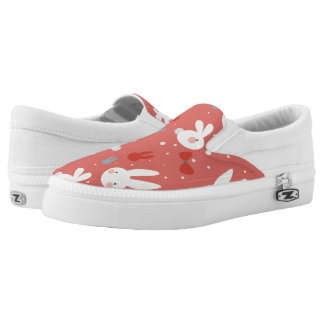 Cute easter bunnies on red background pattern Slip-On sneakers