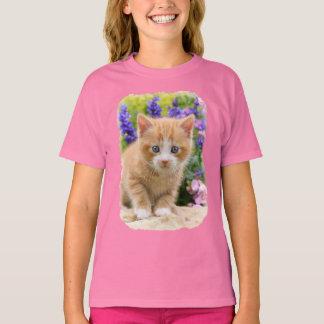 Cute Ginger Cat Kitten in Flowery Garden - girly T-Shirt