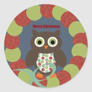Cute Modern Owl Wreath Merry Christmas Gifts Classic Round Sticker