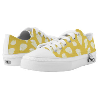 CUTE YELLOW WHITE WATERCOLOUR STRAWBERRIES Low-Top SNEAKERS