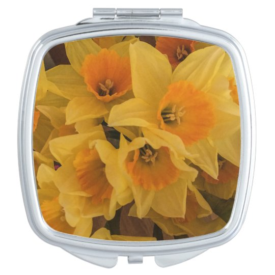 Daffodil compact mirror