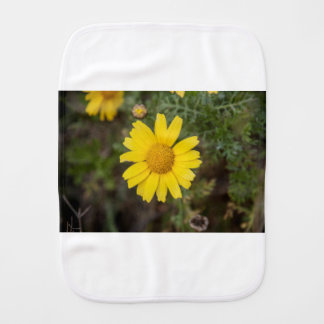 Daisy flower cu yellow burp cloth