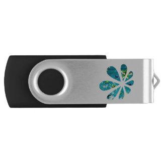 Daisy silhouette in ocean scene USB flash drive