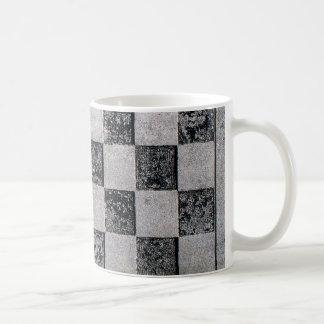 Damier peint tasse à café