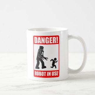 Danger ! Tasse en service de robot