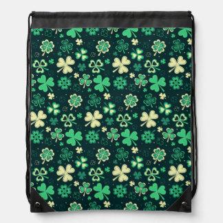Dark green St Patrick lucky shamrock pattern Drawstring Bag