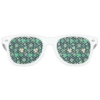 Dark green St Patrick lucky shamrock pattern Retro Sunglasses