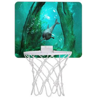 Dauphin de natation dans un monde imaginaire mini paniers de basket