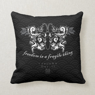 """Day : 11 - """"Freedom"""" Pillow with Dark Pattern"""