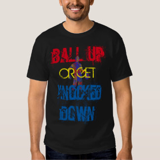 De basket-ball de pièce en t de boule noir - t shirt