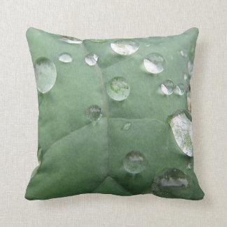 Dekokissen water drop on green-grey sheet throw pillow