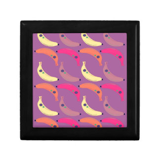 Design bananas on pink gift box
