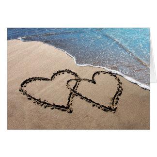 Deux coeurs dans les cartes pour notes de sable