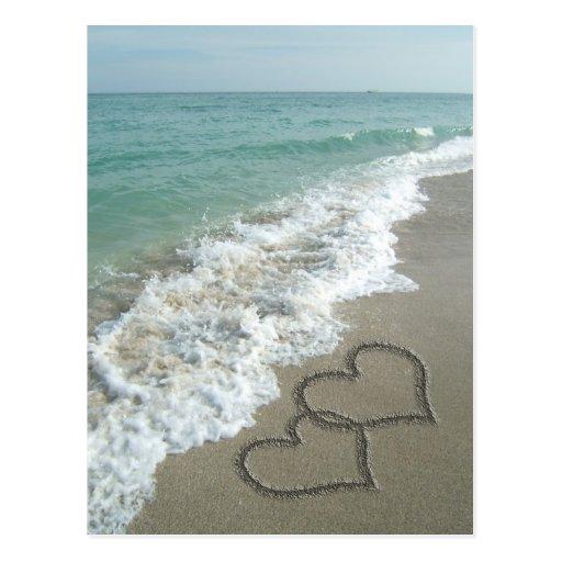Deux coeurs de sable sur la plage, océan cartes postales