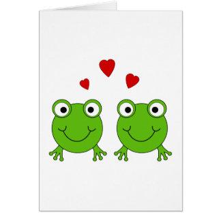 Deux grenouilles vertes avec les coeurs rouges carte de correspondance