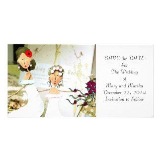 Deux jeunes mariées font gagner la date carte avec photo