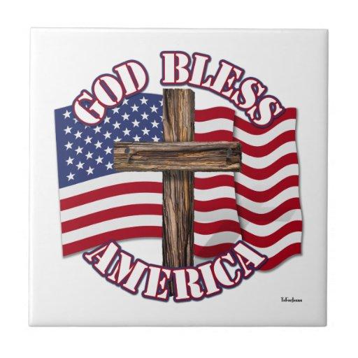 Dieu bénissent l'Américain avec le drapeau et la c Carreau
