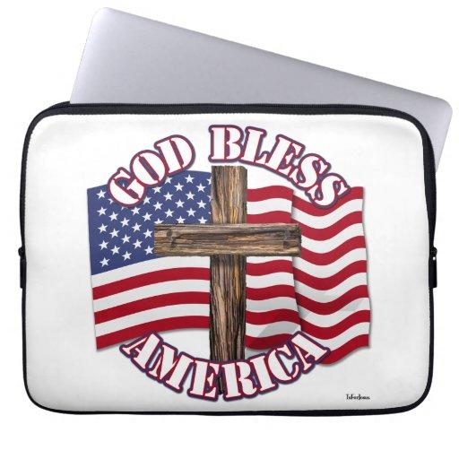 Dieu bénissent l'Américain avec le drapeau et la c Housses Pour Ordinateur Portable