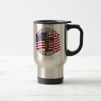 Dieu bénissent l'Américain avec le drapeau et la c Mug