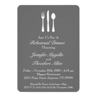 Dîner chic de répétition d'ustensiles (gris-foncé) carton d'invitation  12,7 cm x 17,78 cm