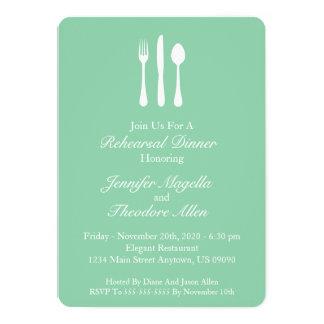 Dîner chic de répétition d'ustensiles (vert en bon carton d'invitation  12,7 cm x 17,78 cm