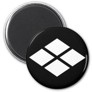 Divided rhombus magnet