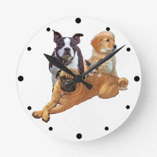 Dog posse with cat round clock