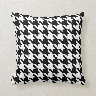 Dogtooth, Houndstooth pattern in Black&White Throw Pillow
