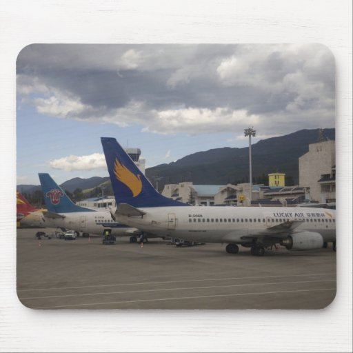 Domestic Chinese jet airliners lined up at Mousepads