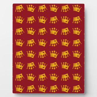 Double Crown Pattern Plaque