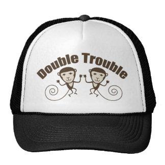 Double singe de problème casquettes