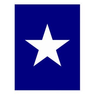 Drapeau bleu mignon avec la carte postale blanche