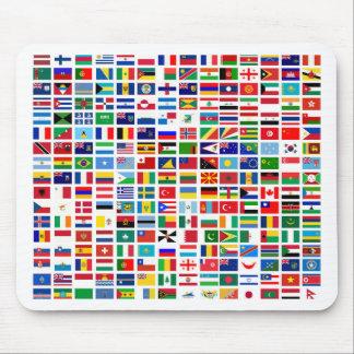 drapeaux du monde contre le blanc tapis de souris