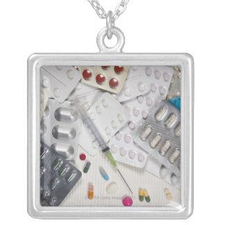Drogues utilisées dans le traitement de médical pendentifs